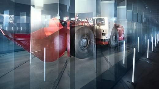 38-тонний автономний навантажувач Sandvik загнали у скляний лабіринт задля перевірки