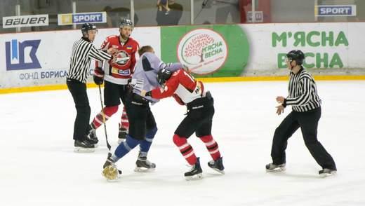 Як українські хокеїсти влаштували бійку під час матчу УХЛ: відео