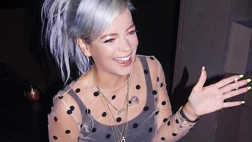 Певица Лили Аллен засветила обнаженную грудь перед фанатами: фото 18+
