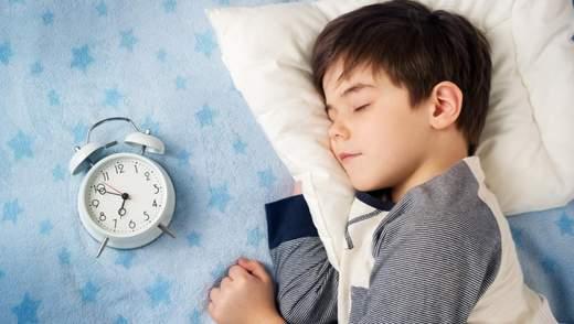 Що робити, коли дитина скреготить зубами уві сні