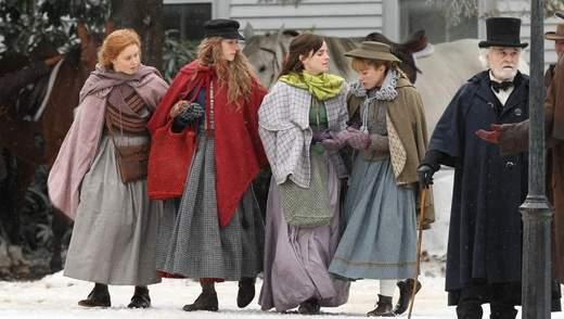 """""""Маленькі жінки"""": з'явились перші фото зі зйомок фільму за участю Емми Уотсон"""