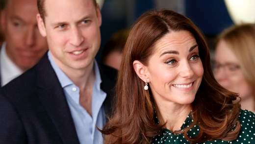 В осенних свитерах с джинсами: в сети появилось семейное фото с Кейт Миддлтон и принцем Уильямом
