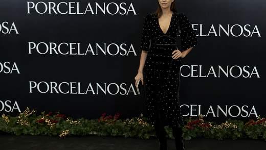 В оксамитовій сукні з глибоким декольте: Ірина Шейк продемонструвала розкішний образ у Мадриді