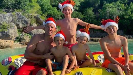 Шевченко із синами в кумедних шапках привітали всіх з прийдешніми святами: відео