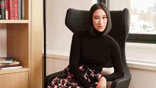 Директор Instagram Єва Чень приміряла аксесуар від українського дизайнера   фотофакт dbebbc76e008d