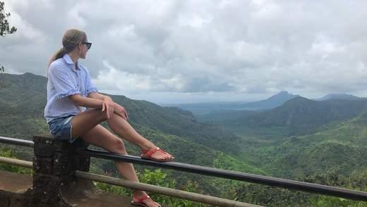 Катя Осадчая похвасталась стройной фигурой на маврикийском пляже: сказочные фото