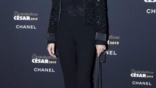 В блестящем жакете и прозрачной блузе: Моника Беллуччи ошеломила стильным выходом в 2019 году
