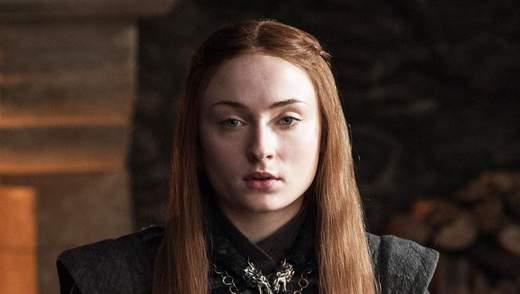 """Звезда """"Игры престолов"""" Софи Тернер призналась, что ей не разрешали мыть голову во время съемок"""