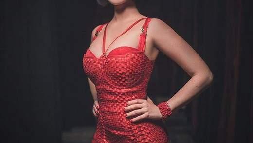 Смелая Даша Астафьева засветила пышную грудь в прозрачном платье: фото 18+