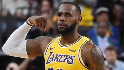 """Повернення Леброна Джеймса допомогло """"Лейкерс"""" перемогти у матчі НБА: відео"""