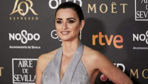 """Пенелопа Крус в розкішній сукні від Chanel виблискувала на червоній доріжці премії """"Гойя"""""""