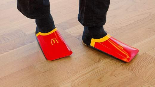 McDonald's потролил трендовую обувь от Balenciaga: забавное фото