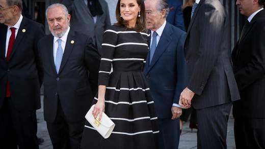 В коктейльном платье и на каблуках: королева Испании очаровала стильным выходом – фото