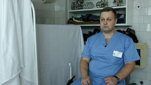 Операційним столом була кушетка з аеропорту: історія медика, який рятував життя на Донбасі