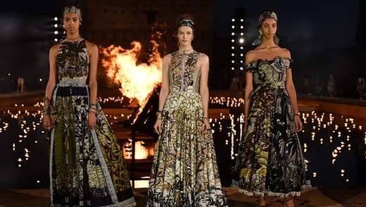 Костер посреди воды и ночное шоу в заброшенном замке: как прошел показ Dior в Марракеше