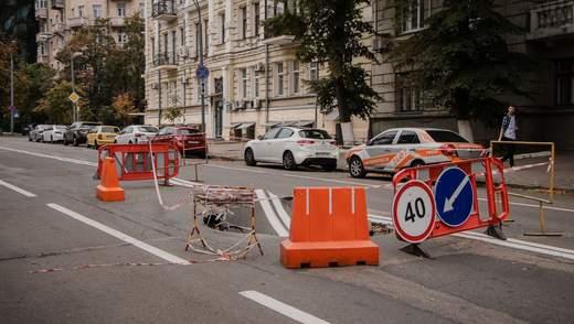 Возле Офиса Президента провалился асфальт: фото и видео