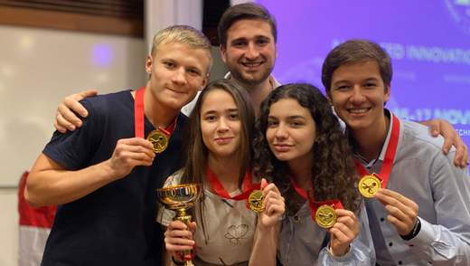 Юні українські вчені вибороли 4 золоті медалі в Сінгапурі