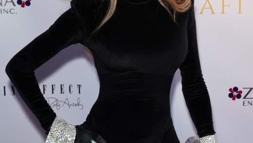 63-річна сестра Майкла Джексона вразила ідеальною фігурою на прогулянці: фото