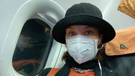 Епідемія коронавірусу у світі: як зірки мандрують з медичними масками