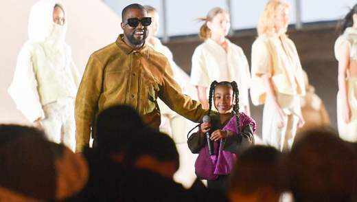 Донька Кім Кардашян та Каньє Веста зачитала реп на модному показі: відео