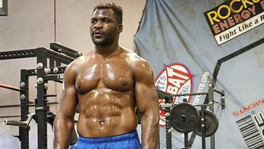 Зірковий боєць UFC став першим, хто підняв двометрового Шакіла О'Ніла: відео