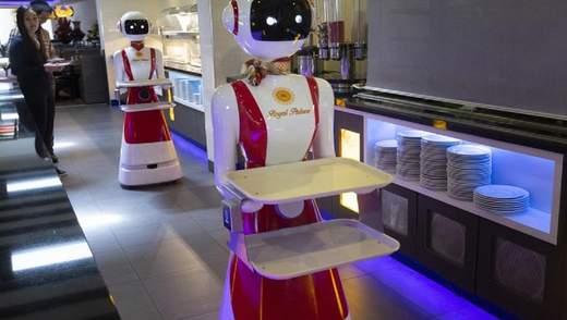Роботи-офіціанти: у Нідерландах придумали, як вберегти клієнтів ресторану від COVID-19