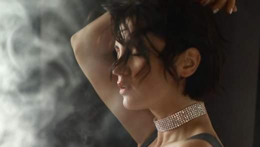 Оля Цибульська еротично станцювала у сукні, одягненій на голе тіло: відео 18+