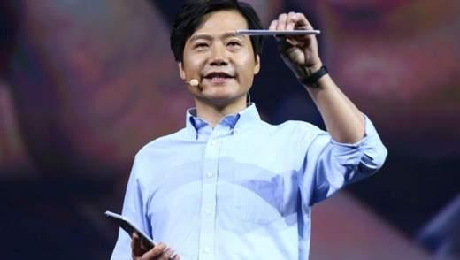Глава Xiaomi розказав і показав 3 свої улюблені смартфони