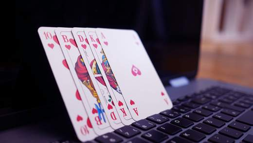 Як поводитися за покерним столом: правила етикету в онлайні