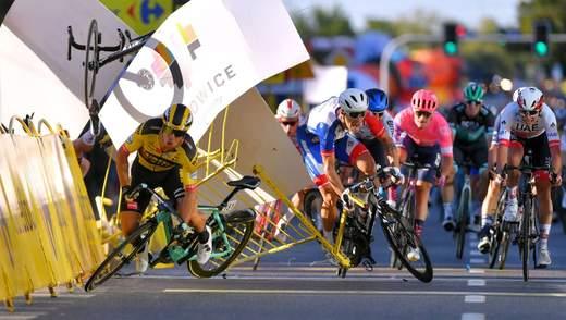 Масштабне зіткнення на велогонці в Польщі: переможець серйозно постраждав – фото, відео