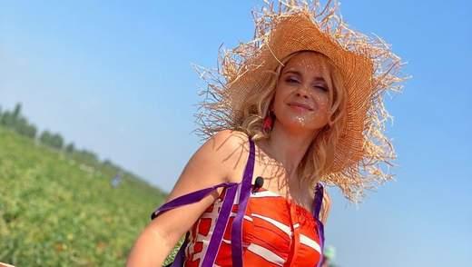 У яскравому сарафані й капелюсі: Лілія Ребрик підкорила стильним образом – фото