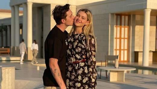 Никола Пельтц показала фото с женихом Бруклином Бекхэмом: фото страстного поцелуя