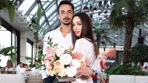 Александр Стоянов трогательно поздравил Екатерину Кухар с годовщиной свадьбы: видео