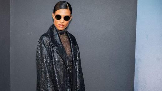 У плащі від українського бренду: Тіна Кунакі вразила образом на Тижні моди в Парижі – фото