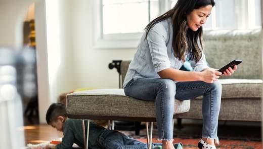 Батьківська залежність від смартфону: як проявляється та чим шкодить дитині