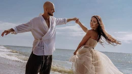 Влад Яма очаровал сеть романтическим фото с женой