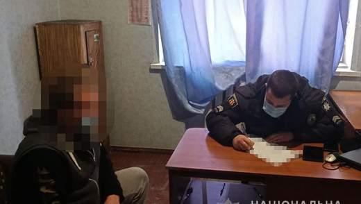 На Запоріжжі власник магазину облив водою адмінпротокол й втік від поліції – курйозне відео