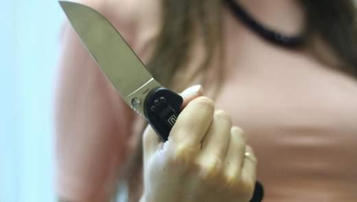 Била ножом в спину: в Одессе по подозрению в убийстве матери задержали 34-летнюю женщину