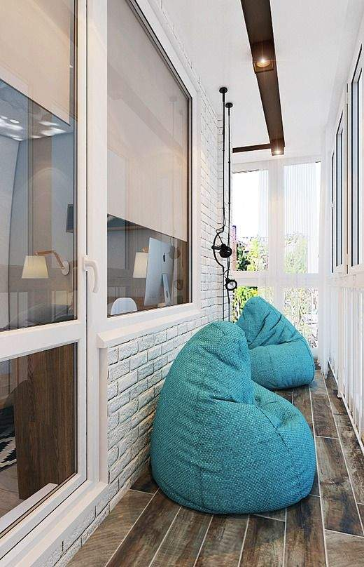 Балкон з кріслами-подушками