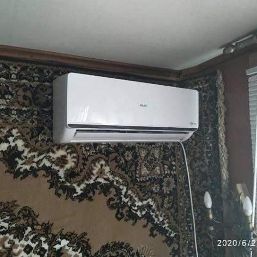 Жодні новомодні прилади не змусять мешканців квартири зняти зі стіни килим /