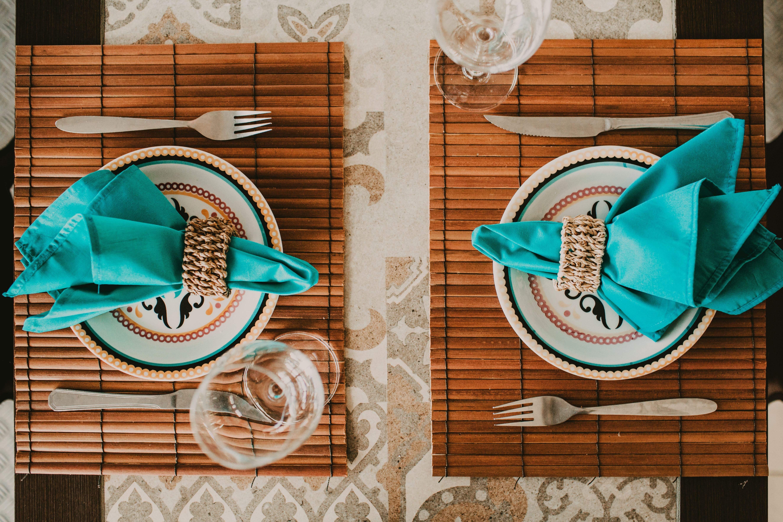 Не лише скатертина може прикрашати стіл –  обирайте різні варіанти/ Фото Unsplash