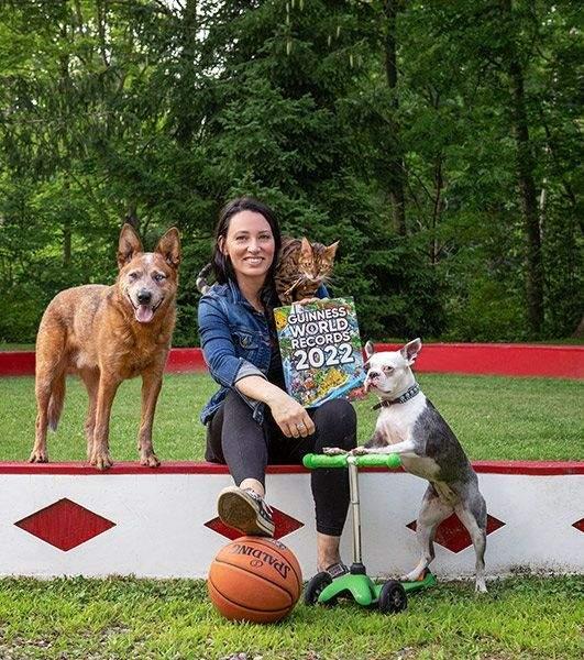 кіт з собакою проїхалися на самокаті й потрапили до книги рекордів Гіннеса