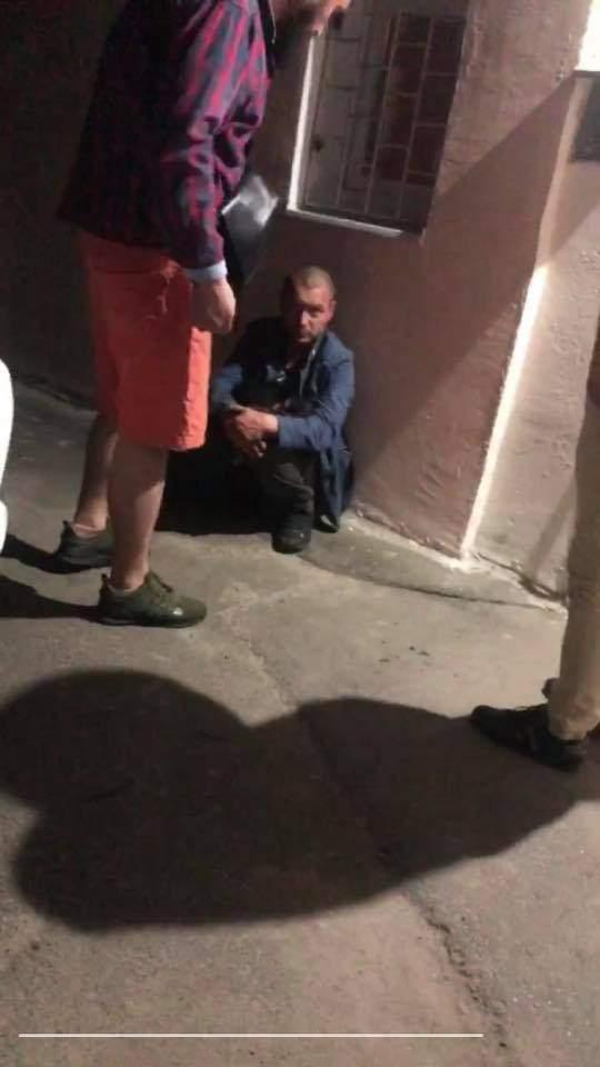 Кинув собаку з 10 поверху Киянин бив пса Поліція затримала Вбивця Тварина Нелюд