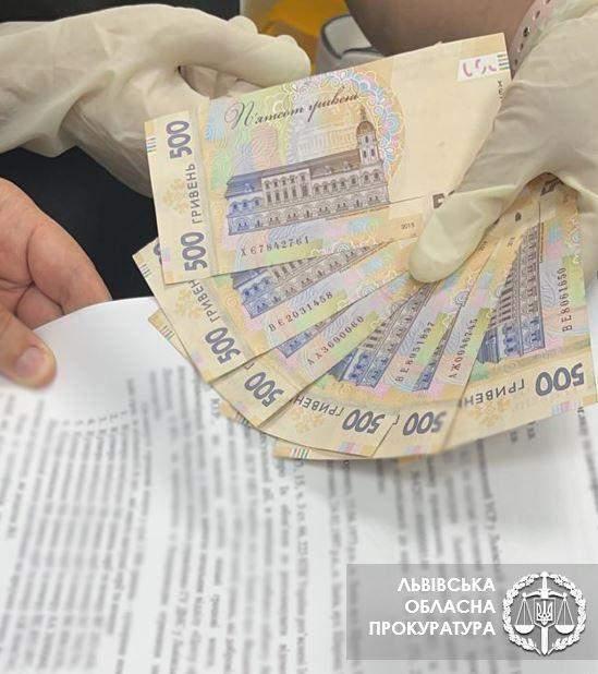 Хабар 8 тисяч гривень Міграційна служба Львів 29.07.2021
