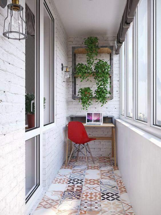Балкон з робочим місцем