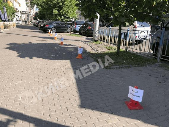 У столиці хтось забронював місце на тротуарі