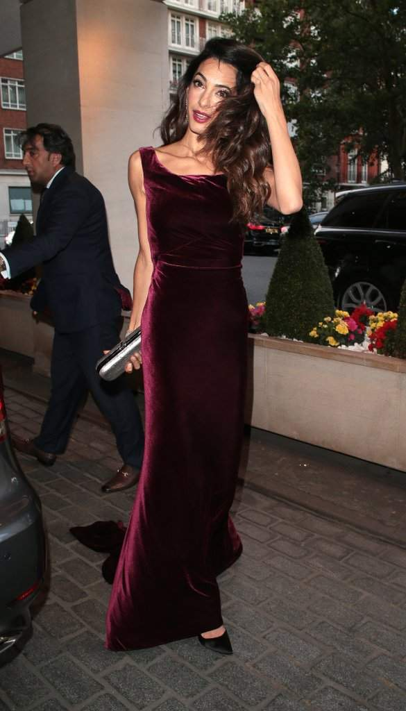 Амаль Клуні прийшла на світський захід в сукні