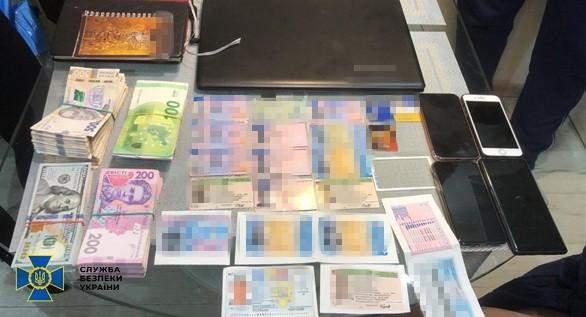 СБУ викрила шахраїв, які виготовляли фейкові паспорти