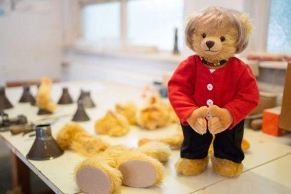 У Німеччині створили плюшевого ведмедя