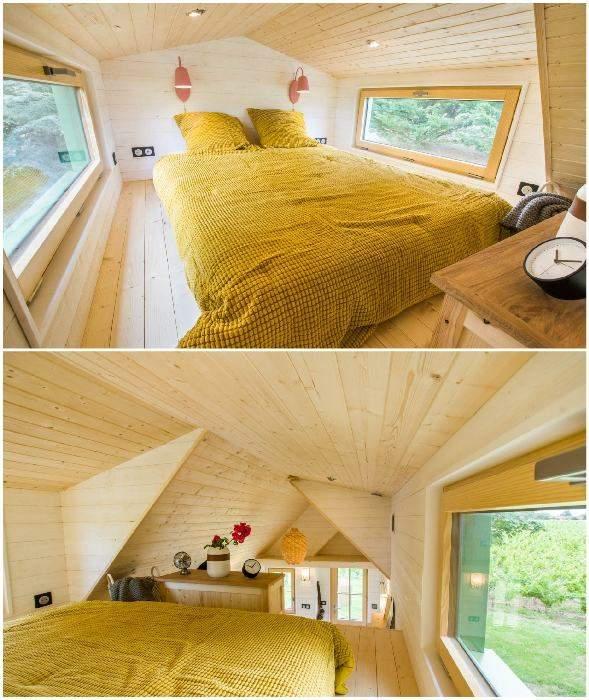 Спальня розташована на другому поверсі